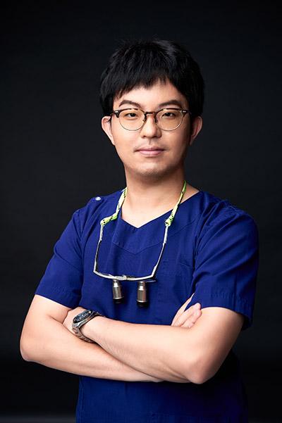 顏成翰醫師